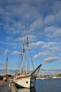 港に並ぶ船の写真素材 [FYI01562958]