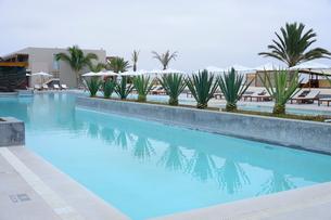 ホテルにあるプールの写真素材 [FYI01562971]