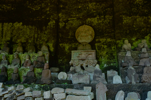 鋸山にある千五百羅漢(県指定名勝)の写真素材 [FYI01563201]