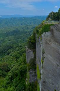 地獄のぞきから見た奇岩の写真素材 [FYI01563244]