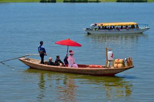 潮来あやめ祭りの嫁入り舟の写真素材 [FYI01563303]