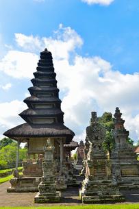 ヒンドゥー教のタマン・アユン寺院のメル(多重石塔)の写真素材 [FYI01563351]