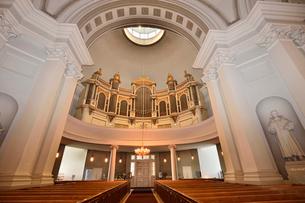 ヘルシンキ大聖堂内部の写真素材 [FYI01563372]