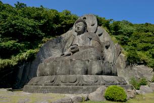 鋸山にある日本一の石大仏の写真素材 [FYI01563442]