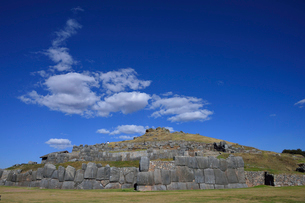 インカ軍とスペイン軍と戦ったとされるサクサイワマン城塞の写真素材 [FYI01563580]