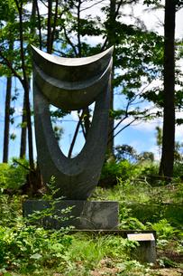 富士見高原創造の森彫刻公園の作品の写真素材 [FYI01563612]
