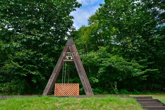 たんばらラベンダーパークにある鐘つきの写真素材 [FYI01563615]