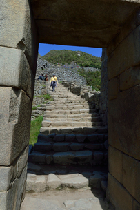 マチュピチュ遺跡市街地入口(内側から見た)の写真素材 [FYI01563762]