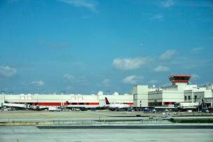 リマ空港に並ぶ飛行機の写真素材 [FYI01563858]