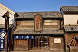 鬼平江戸処をイメージした建物の羽生パーキングエリアの写真素材 [FYI01563957]