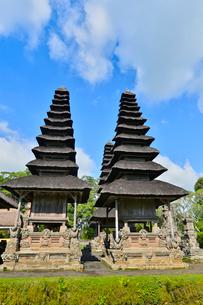 ヒンドゥー教のタマン・アユン寺院のメル(多重石塔)の写真素材 [FYI01564137]