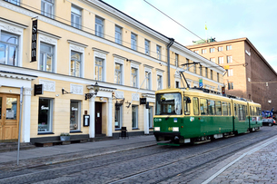 ヘルシンキ市内を走るトラムの写真素材 [FYI01564296]