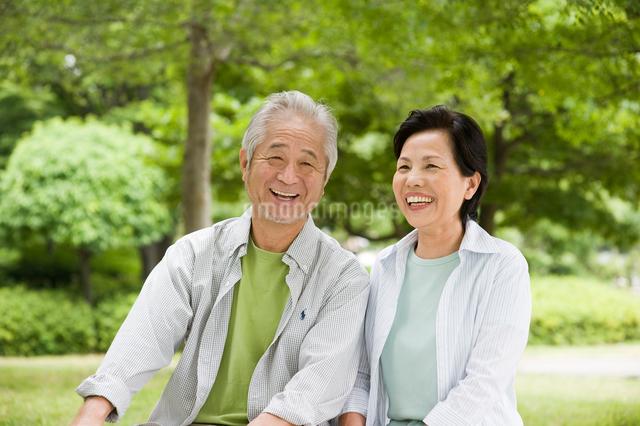 笑顔のシニア夫婦の写真素材 [FYI01565297]