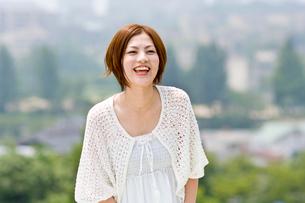 笑顔の若い女性の写真素材 [FYI01566334]