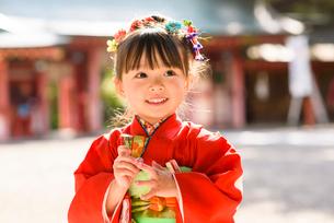 晴れ着を着た女の子の写真素材 [FYI01566964]