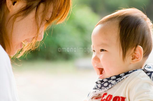 笑顔の赤ちゃんの写真素材 [FYI01567157]