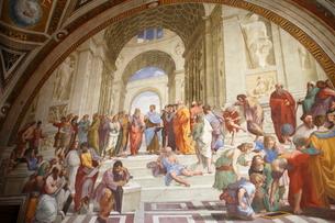 ヴァティカン博物館 アテネの学堂(ラファエッロ)の写真素材 [FYI01567220]
