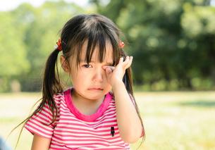泣き顔の女の子の写真素材 [FYI01567755]