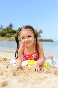 砂浜の子どもの写真素材 [FYI01568556]