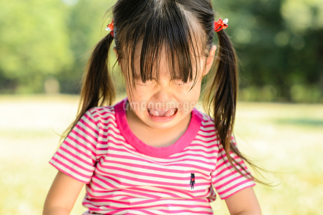 泣き顔の女の子の写真素材 [FYI01568836]
