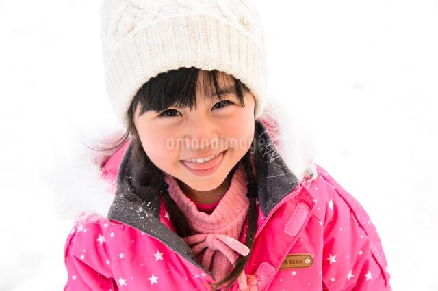 スキーウエアを着た子供の写真素材 [FYI01569397]