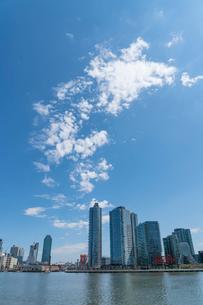 マンハッタンから見るロングアイランドシティーに建つ新興の高層住宅ビル群の写真素材 [FYI01569960]