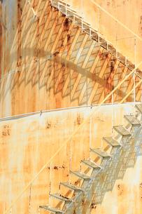 ブルックリンの石油タンク階段の写真素材 [FYI01569963]