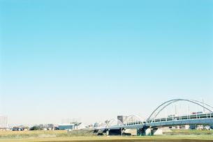川崎市矢野口から眺める多摩川原橋の写真素材 [FYI01570340]