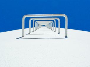 白い換気塔の階段の写真素材 [FYI01570383]