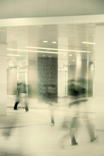 通勤風景のイメージの写真素材 [FYI01570448]