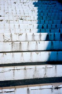 海に真近かなスケートボード場の階段の写真素材 [FYI01570576]