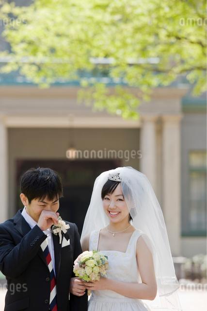 日本人の新郎新婦の写真素材 [FYI01571090]