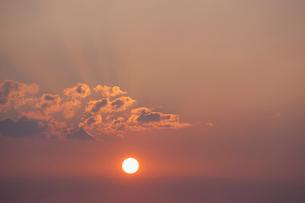 夕暮れの空と雲の写真素材 [FYI01571100]