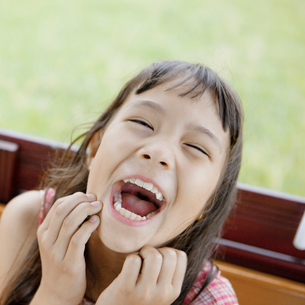 笑顔のハーフの女の子の写真素材 [FYI01571186]