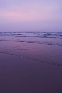 夕暮れの海の写真素材 [FYI01571420]