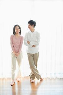 日本人カップルのポートレートの写真素材 [FYI01571566]