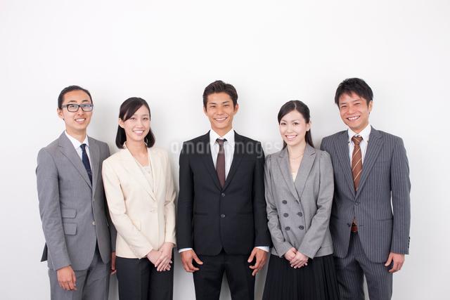 日本人のビジネスマンとビジネスウーマンの写真素材 [FYI01572999]
