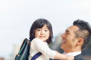 日本人の父と娘の写真素材 [FYI01573322]
