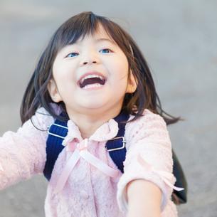 幼稚園児の女の子の写真素材 [FYI01573570]