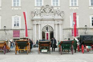 ザルツブルグの観光馬車の写真素材 [FYI01580211]