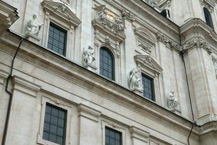 ザルツブルグ大聖堂の入り口の写真素材 [FYI01580235]