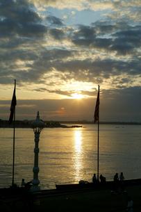 トンレサップ川の日の出の写真素材 [FYI01580314]