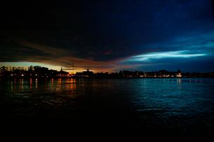 トンレサップ川から見た街の写真素材 [FYI01580536]