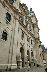 ザルツブルグ大聖堂の入り口の写真素材 [FYI01580589]
