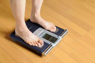 体重測定の写真素材 [FYI01581748]