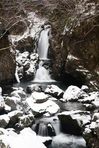 冬の三ツ滝の写真素材 [FYI01582003]