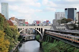 聖橋と神田川の写真素材 [FYI01582167]