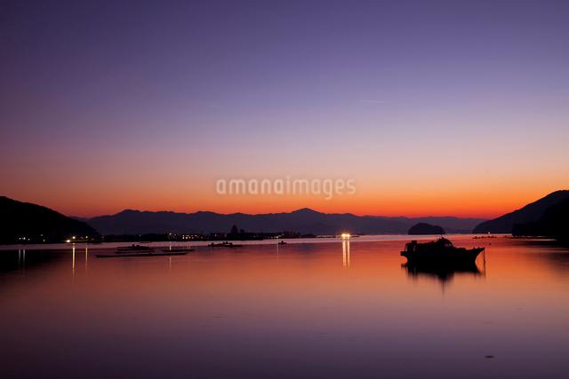 小浜湾の夕景の写真素材 [FYI01582903]