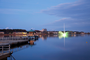 柴山潟の浮御堂と噴水夜景の写真素材 [FYI01582918]