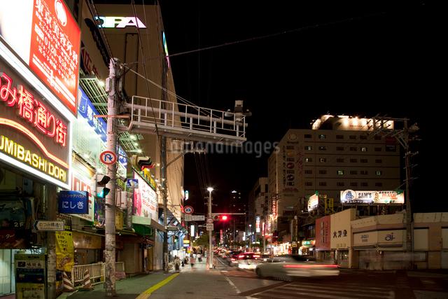 国際通りの夜景の写真素材 [FYI01582937]